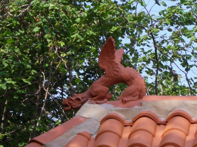 winged roof dragon on chinese tea house